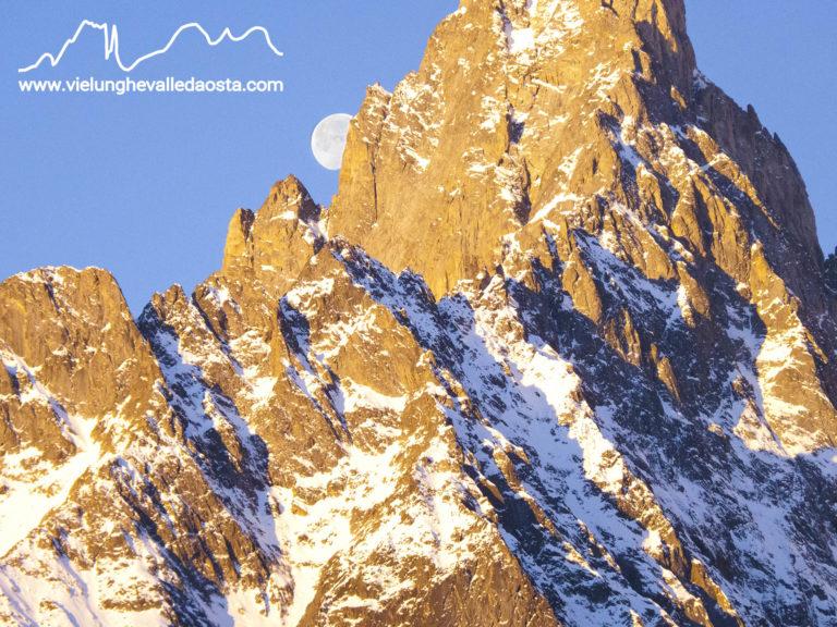 Luna sulla Cresta Sud dell'Aiguille Noire
